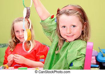 kinderen, of, geitjes, spelend, kunst en handwerk
