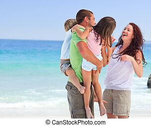 kinderen, ouders, hun, spelend, vrolijke