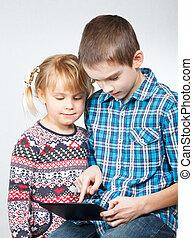 kinderen spelende, met, een, tablet, computer
