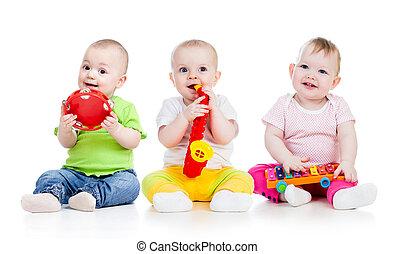kinderen spelende, met, muzikalisch, toys., vrijstaand, op wit, achtergrond