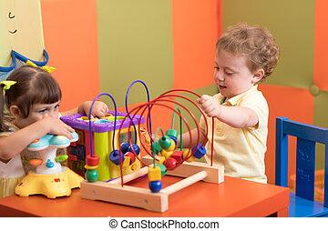 kinderen, toneelstuk, in, babykamer