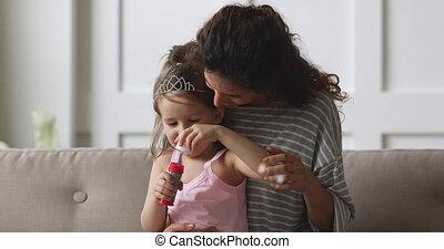 kinderjuffrouw, jonge, zeepbellen, geitje, zeep, vrolijke , girl.