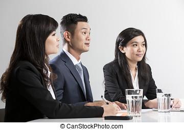 kinesisk, affärsfolk, närbild, stående, möte, ha