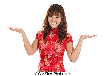 kinesisk, cheongsam, kvinna, visande, uttryckslöst tomrum