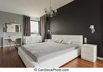 King size bed with headboard - Image of king size bed with...