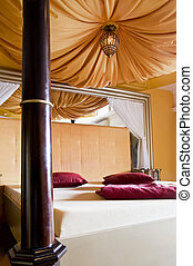 Kingsize Bed with Canopy
