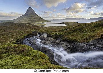 kirkjufellsfoss, wasserfall, mit, kirkjufell, berg