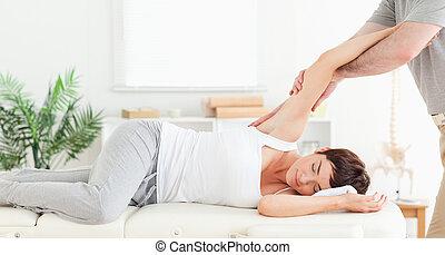 kiropraktor, sträckande, kvinna, arm