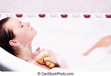 kisasszony, őt élvez, a, bath-foam, alatt, a, bathtub.