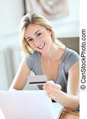 kisasszony, cselekedet, online bevásárlás