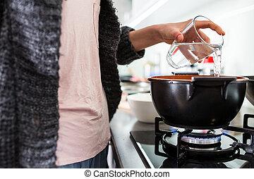 kisasszony, főzés, alatt, neki, modern, konyha, (shallow, dof;, szín, hanglejtés, image)