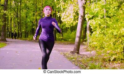 kisasszony, futás, alatt, a, park., állóképesség