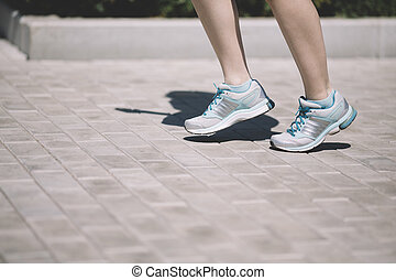 kisasszony, futás