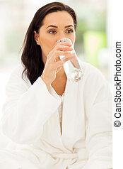 kisasszony, ivóvíz