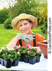 kisasszony, -, kertészkedés