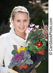kisasszony, kertészkedés