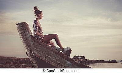 kisasszony, van, ülés, képben látható, a, hajótörés, és, felolvasás, egy, book.