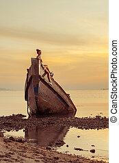 kisasszony, van, ülés, képben látható, a, shipwreck.