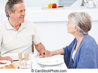 kitch, pensioniertes ehepaar, essende