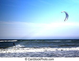 kitesurfer, springende , auf, a, schöne , hintergrund, von, sprühen, während, der, sonnenuntergang