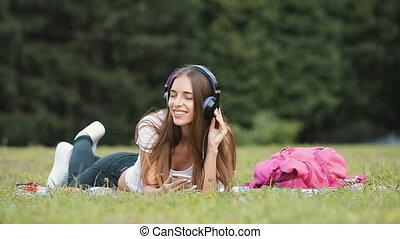 kiwnięcia, dziewczyna, słuchawki