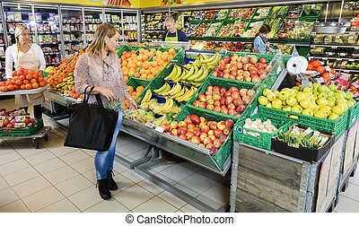 klant, kies, vruchten, in, kruidenierswinkel, winkel