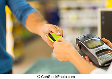 klant, lonend, met, kredietkaart