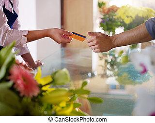 klant, met, kredietkaart, shoppen , in, bloemen, winkel