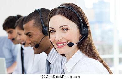 klantenservice/klantendienst, agenten, met, koptelefoon, op