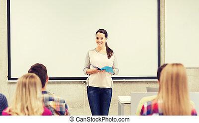 klasa, studenci, uśmiechanie się, grupa