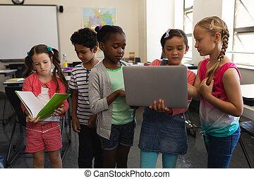klasa, szkoła, badając, grupa, dzieciaki, razem