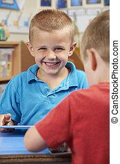 klasa, szkoła, tabliczka, uczeń, cyfrowy, elementarny, używając