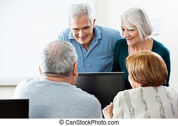 klaslokaal, gebruik, senior, computer, mensen