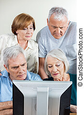 klaslokaal, mensen, samen, computer, gebruik, senior