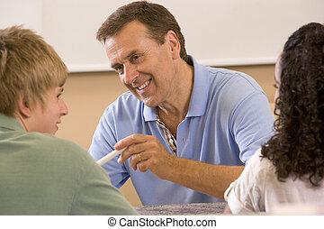 klaslokaal, scholieren, twee, leraar