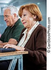 klaslokaal, scholieren, zeker, computer, gebruik, senior