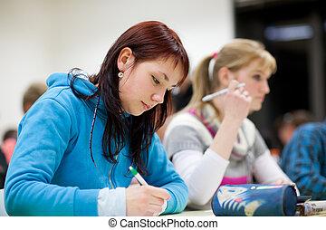 klaslokaal, vrouwlijk, zittende , college student, mooi
