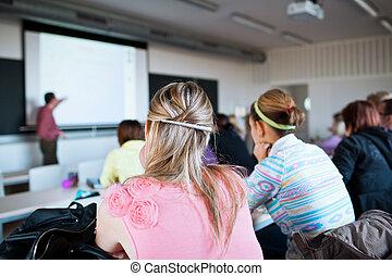 klaslokaal, vrouwlijk, zittende , jonge, college student, mooi