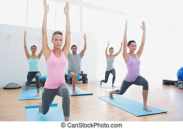 klasse, machen, pilate, übungen, in, fitnesstudio