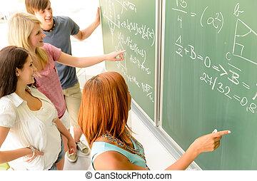 klassenkameraden, schreiben, grüne tafel, schueler, mathe