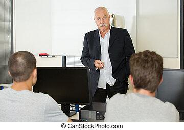 klassenzimmer, älter, lektion, lehrer