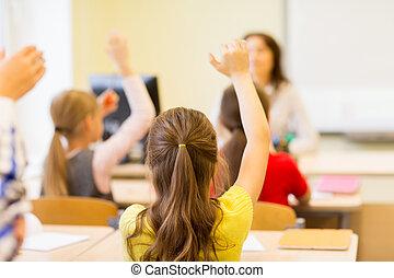 klassenzimmer, bilden kinder, gruppe, hände, anheben