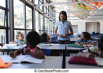 klassenzimmer, buero, weiblicher student, unterricht, lehrer