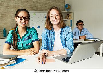 klassenzimmer, modern, schoolgirls