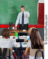 klassenzimmer, studenten, lehrer, zeigen