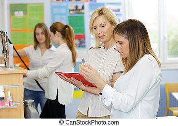klassenzimmer, zwei, weibliche frau