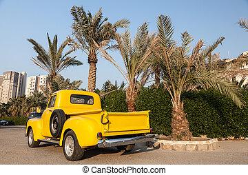 klassisch, gelber , chevy, kleinlieferwagen, unter, der, palmen