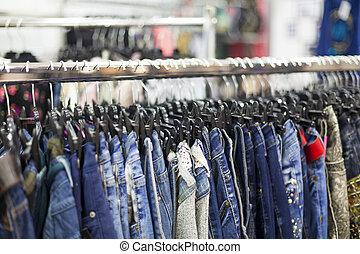 kledingrek, -, de opslag van de kleding
