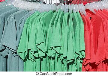 kleiderbügeln, bunte, t-shirts, auf