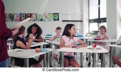 klein, explaining., kinder, lehrer, schule- lektion